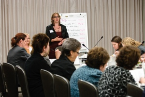 Siegel engages participants at the Jewish Women's Foundation's Power Lunch in Chicago.